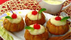 Маффины с яблоками под ванильным соусом