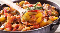 Как приготовить овощную запеканку в томатном соусе