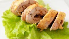 Как приготовить рулетики из куриной грудки с овощами и сыром?