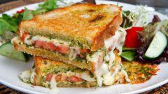 Немного рецептов горячих бутербродов с сыром