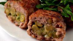 Зразы из свинины с сыром и горошком