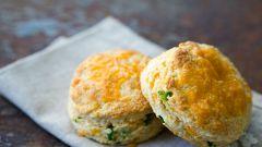 Печенье с сыром чеддер и перцем чили