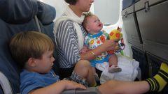 Что взять в самолет с маленьким ребенком