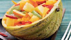 Корзинки из дыни с куриным салатом