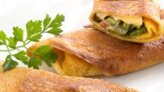 Блинчики, фаршированные беконом и зеленым перцем