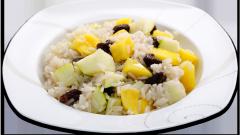 Сладкий рис с фруктами