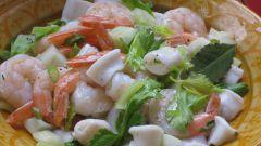 Как приготовить салат картофельный с кальмарами