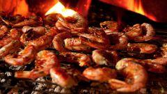 Как приготовить морепродукты на открытом огне