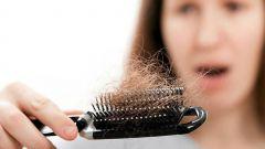 Выпадают волосы: каких витаминов не хватает?