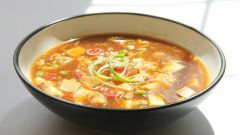 Суп с мясом фазана, шампиньонами и омлетом