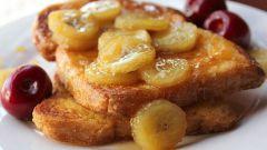 Как приготовить французский тост с бананово-карамельным соусом