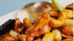 Жареная курица с орешками