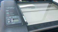 Снять крышку МФУ HP Deskjet lnk Advantage 2515