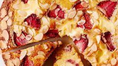 Рецепт пирога с клубникой и миндалем