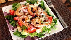Вкусный салат «Цезарь с креветками»