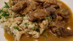 Восхитительный бефстроганов с рисом и шпинатом