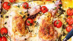 Запеченные куриные ножки с помидорами
