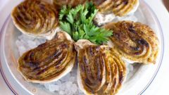 Ароматные устрицы под пряным соусом