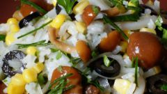 Салат с кальмарами и опятами