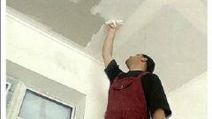 Как штукатурить потолок