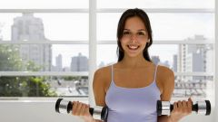 Пять эффективных упражнений с гантелями
