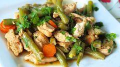 Куриное филе с зеленой фасолью