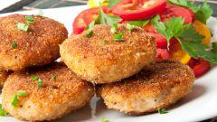 Биточки картофельные с колбасой