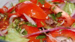 Готовим салат из овощей и свежей зелени