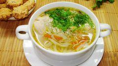 Суп с брокколи, лапшой и мясными фрикадельками