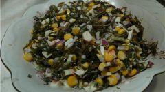 Как приготовить салат из морской капусты с крабовыми палочками и кукурузой?