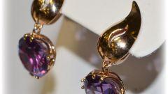 Роскошная драгоценность: золотые серьги с александритом