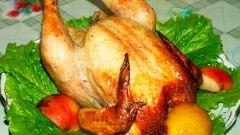 Курица с черносливом, яблоками и оливками