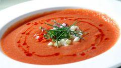 Холодный суп из помидоров и огурцов