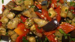 Горячий салат с баклажанами