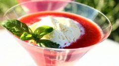 Творожный десерт с соусом из ревеня