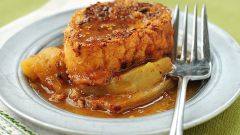 Как приготовить французские тосты с яблоками и виски?