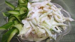 Готовим салат из кальмаров с плавленым сыром