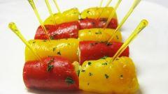 Рулетики из запеченных на гриле перцев с сырной начинкой