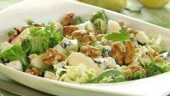 Салат из голубого сыра с грушами