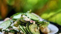 Салат из огурцов, мяты и перца