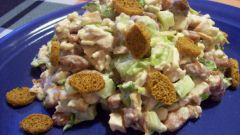 Готовим салат с грибами и кириешками