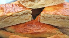 How to bake yeast-free pie with cabbage