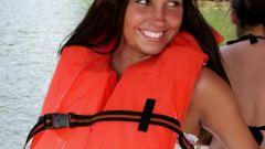 Как правильно надеть спасательный жилет