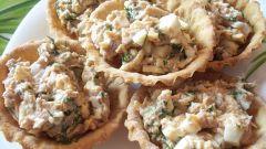 Салаты из рыбных консервов: быстро и вкусно