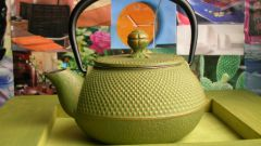 How to wash a teapot