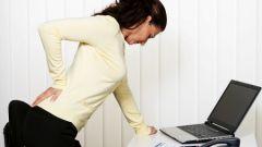 О чем сигнализирует боль в средней части спины