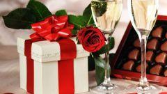 Как сделать подарок мужчине на 23 февраля своими руками