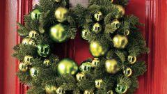 Как украсить входную дверь на Новый год