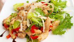 Теплый салат с уткой и пармезаном с медово-горчичной заправкой