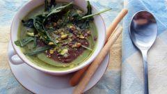 Крем-суп из фасоли с соусом из чернослива